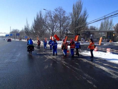 Army of workers clearing the snow.